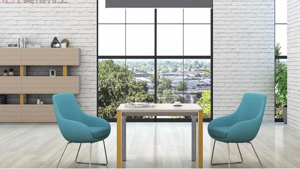 适当添加一些装饰使办公室家具有家的感觉