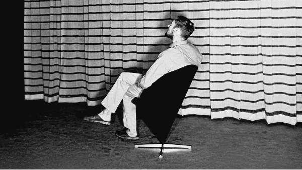 当设计师将椅子世界颠倒过来时。