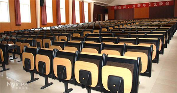 大学生晚会演讲会议桌椅
