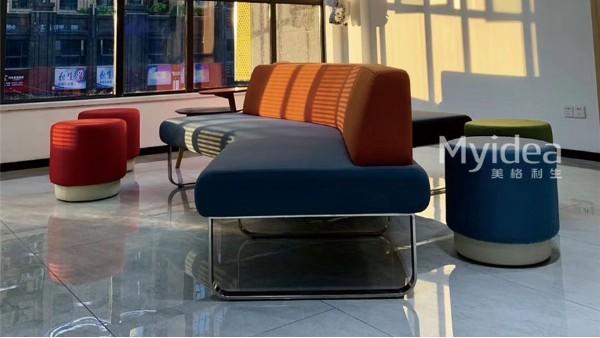 现代简约创意彩色桌椅